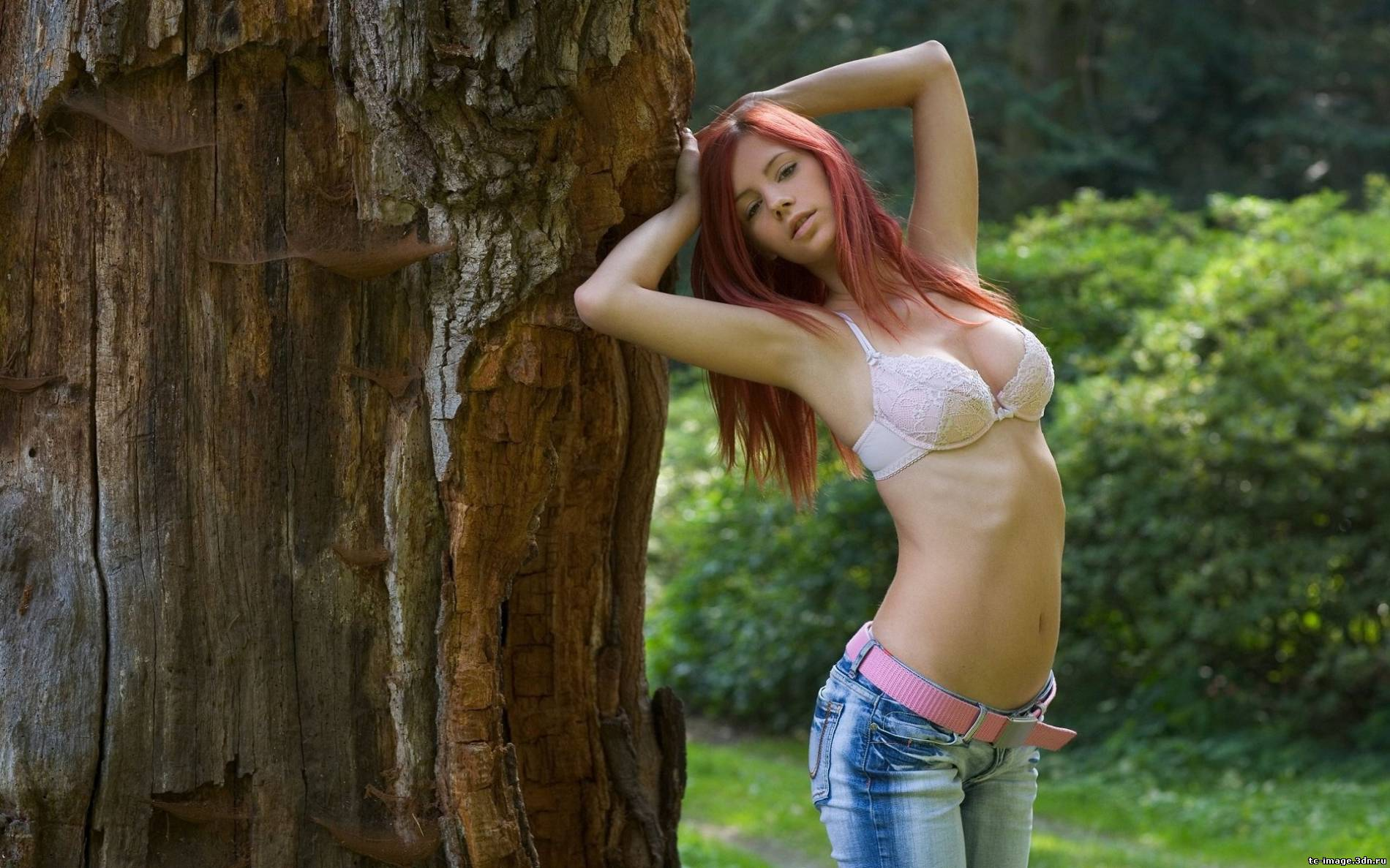 Красивые девушки в мини и лифчиках на фон фото 388-934